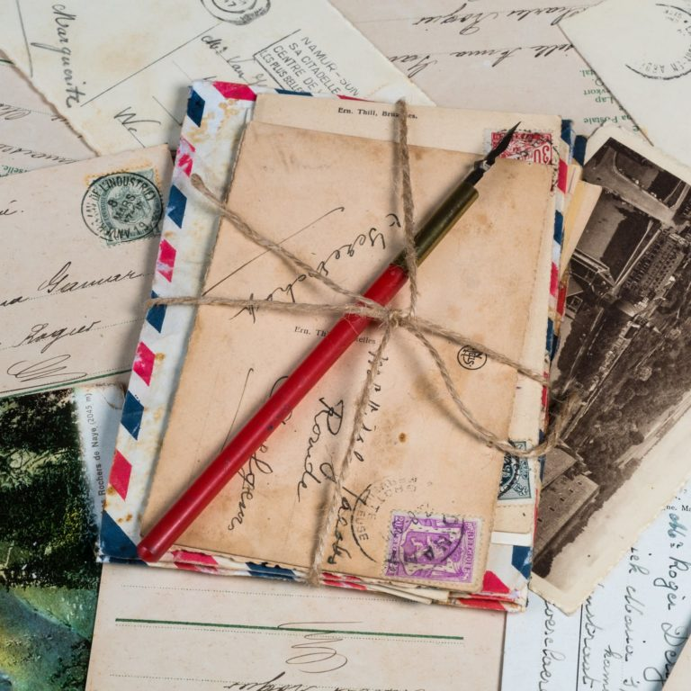 Debarras et achat de cartes postales à Paris